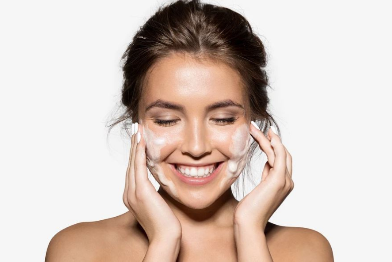 Review Facial Wash Terbaik untuk Kulit Berminyak Versi SehatQ.com